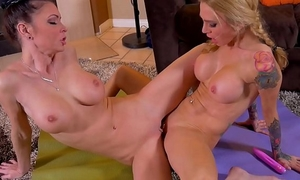Jessica jaymes angela sommers and destiny dixon make your 10-Pounder hard