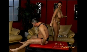 Lusty stunner gianna michaels actually enjoys flogging a latex-clad studhorse