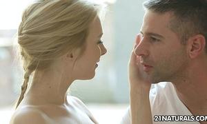 Alice's fresh romance turns into a hawt sex session