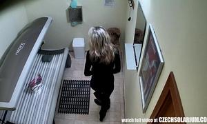 Blonde wife caught is solarium