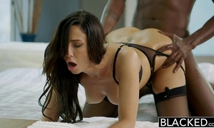 Blacked new york escort tiffany brookes acquires facial from large dark rod