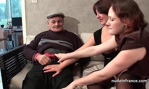 Ffm 2 french dark brown sharing an old dude shlong of papy voyeur
