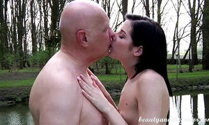 Teen daniela rose 69ing an old chap