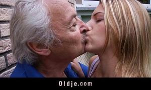 Oldman enjoys some fucking apologies from naughty bernice
