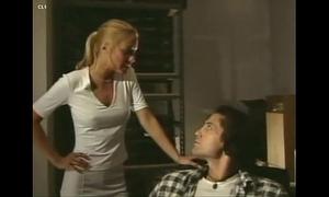 Platinum golden-haired - full clip (2001)