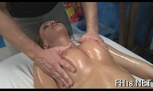 Petite anal opening gets gaped