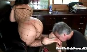 Latin sweetheart giving her most good footjob