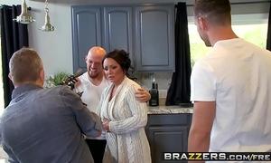 Brazzers - mama got mounds - (ashton blake), (mike mancini) - pimp my mama