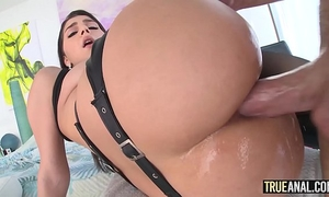 True anal valentina nappi opens her booty to acquire drilled