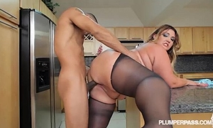 Big butt latin chick bbw wears stocking and copulates in kitchen