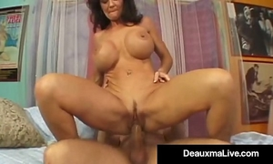 Texas cougar deauxma squirts from her creaming hawt cum-hole!