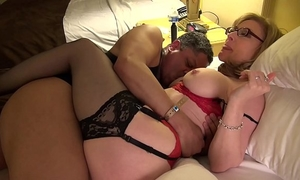 Nina hartley gives intimate worthy art of slit take up with the tongue lesson at exxxotica