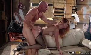 Karlie montana pone los cuernos a su marido con un guapo ind